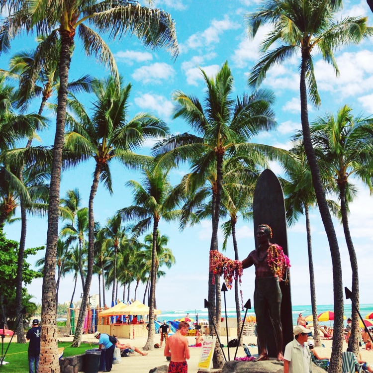 Curvy Girl Chic Travel Hawaii Photo Diary - Waikiki