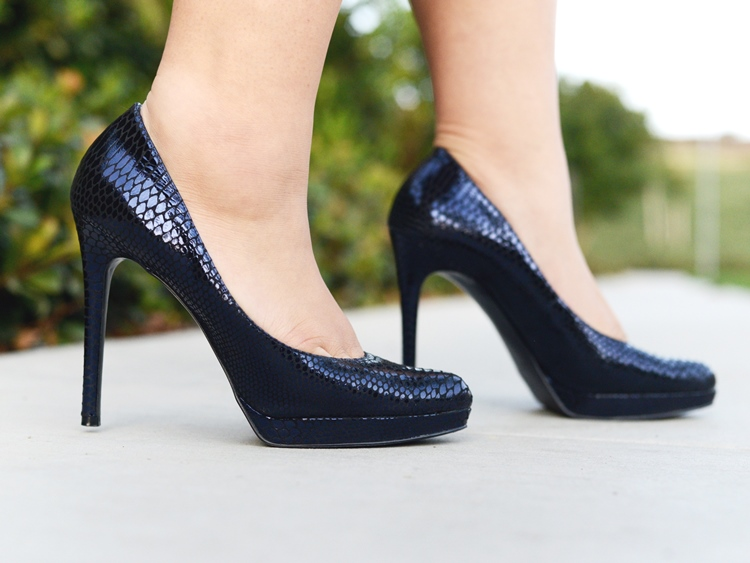 Curvy Girl Chic Plus Size Fashion Blog Enzo Angiolini Navy Snakeskin Pumps